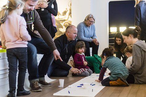 krokuskriebels naar het museum met kinderen