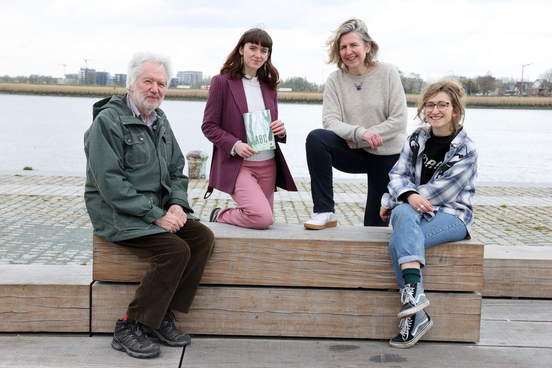Drie generaties schrijven het ABC van het klimaat: 'De klimaatcrisis is nog altijd pure realiteit'