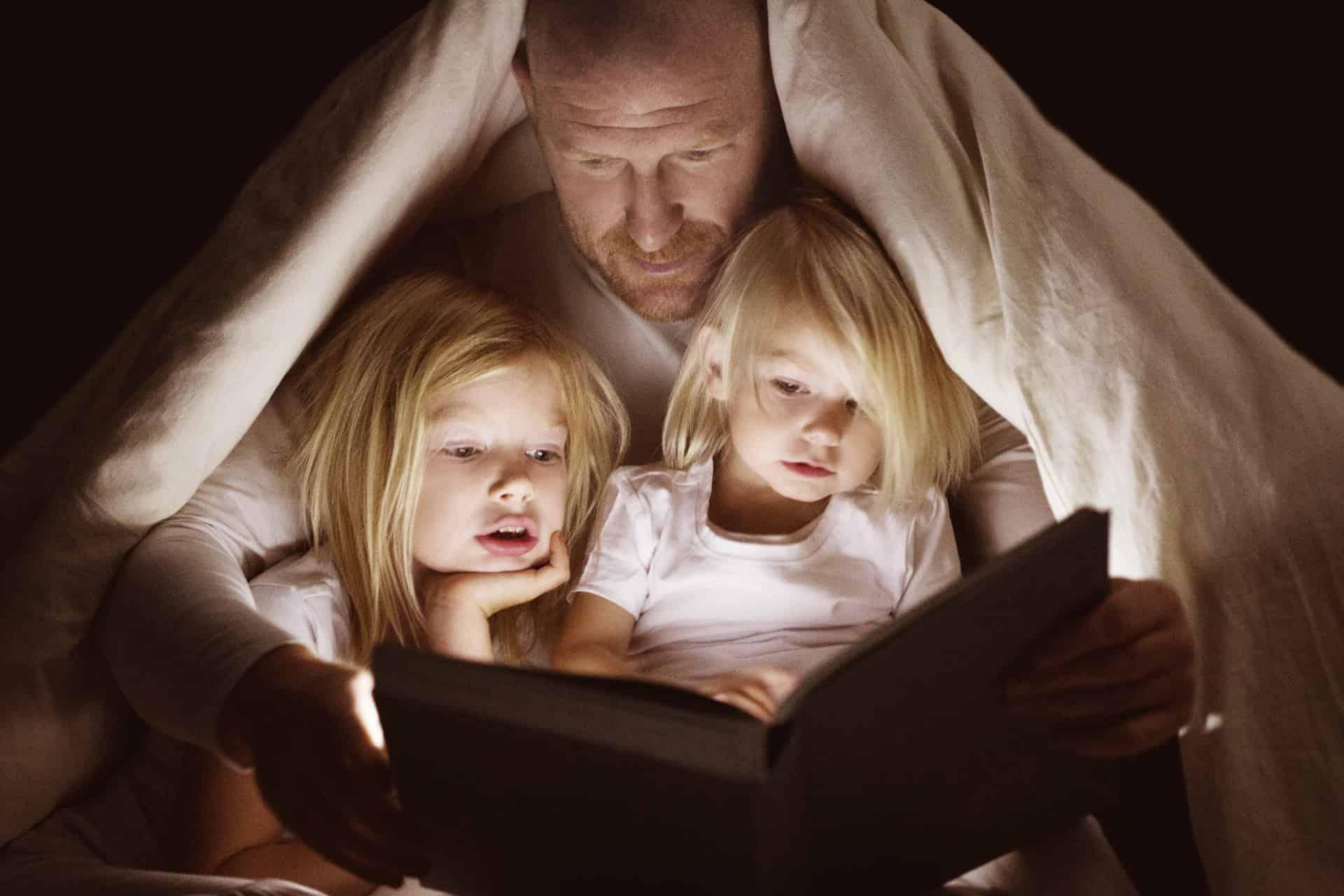Blijven voorlezen loont, ook als je kind al zelf kan lezen