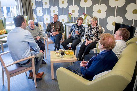 Familieraad vanaf nu verplicht in woonzorgcentra