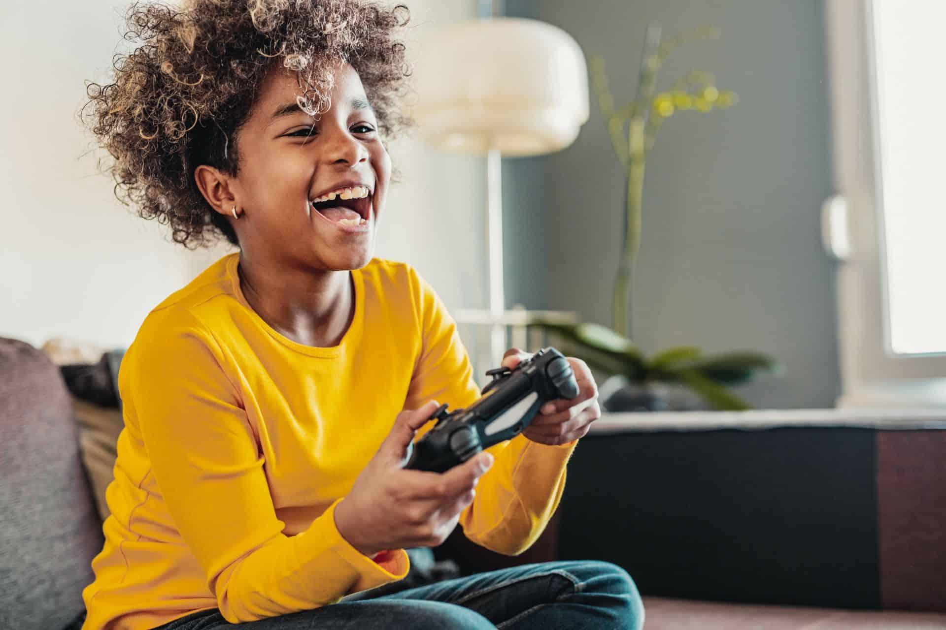 Mijn kind wil alleen maar gamen: hoe ga ik daarmee om?