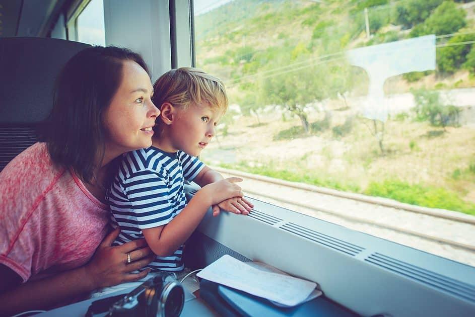 gescheiden ouder op reis met de kinderen