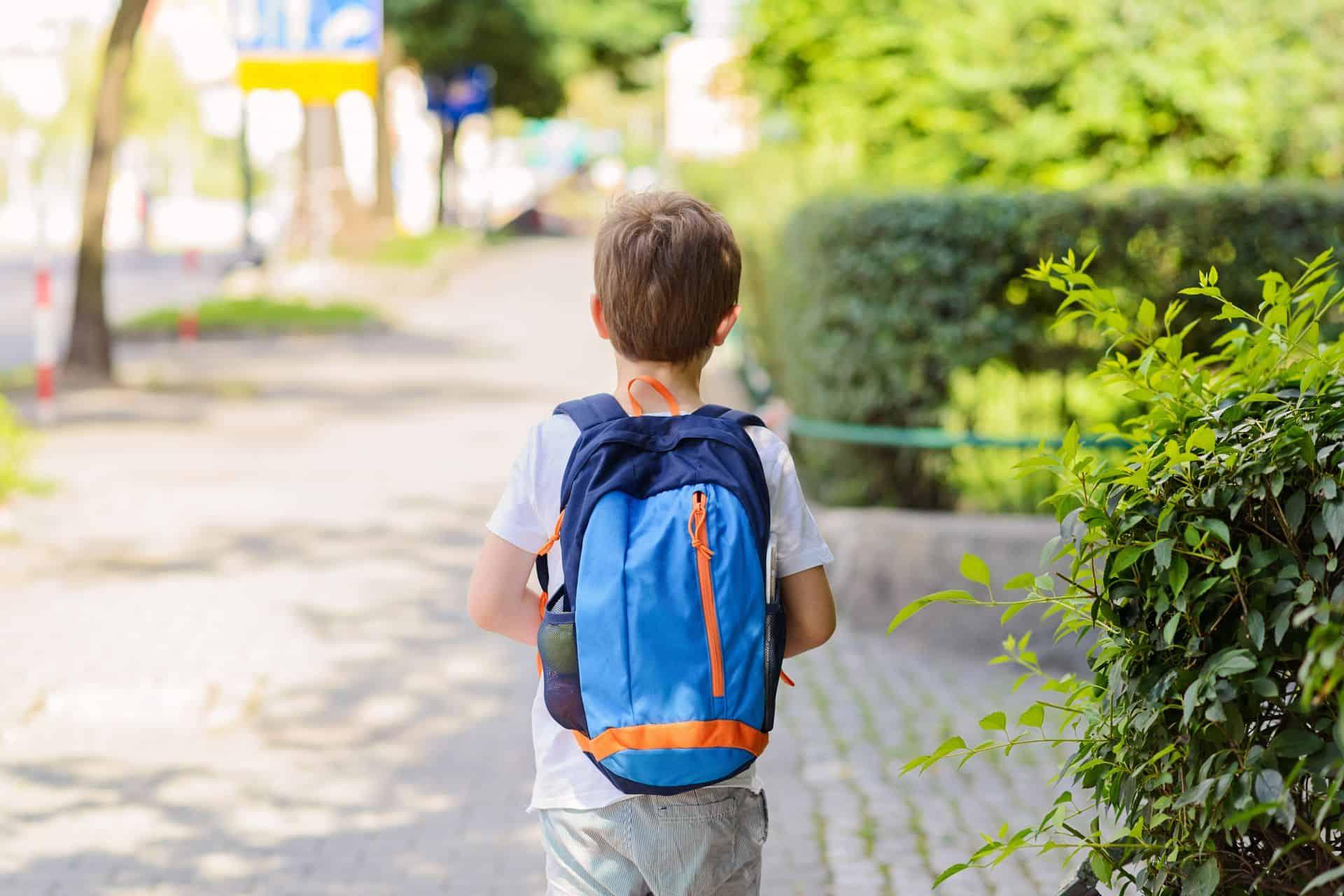 Kan mijn kind van zes alleen naar de bakker?