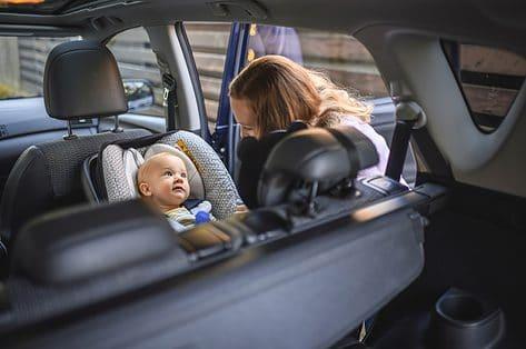Je kind veilig in de auto: van babyzitje tot verhogingskussen