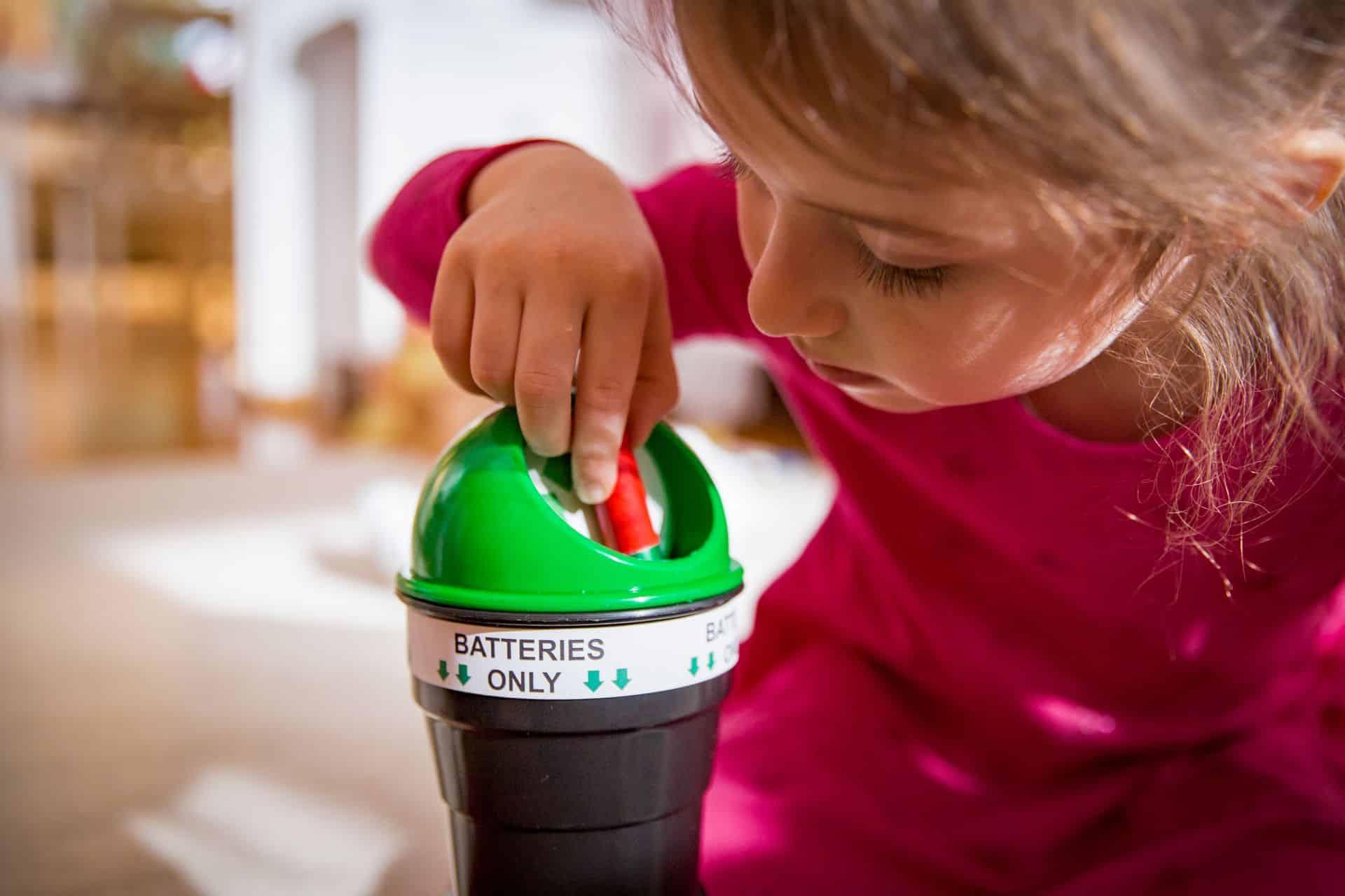 Kinderen en batterijen: zo hou je het veilig