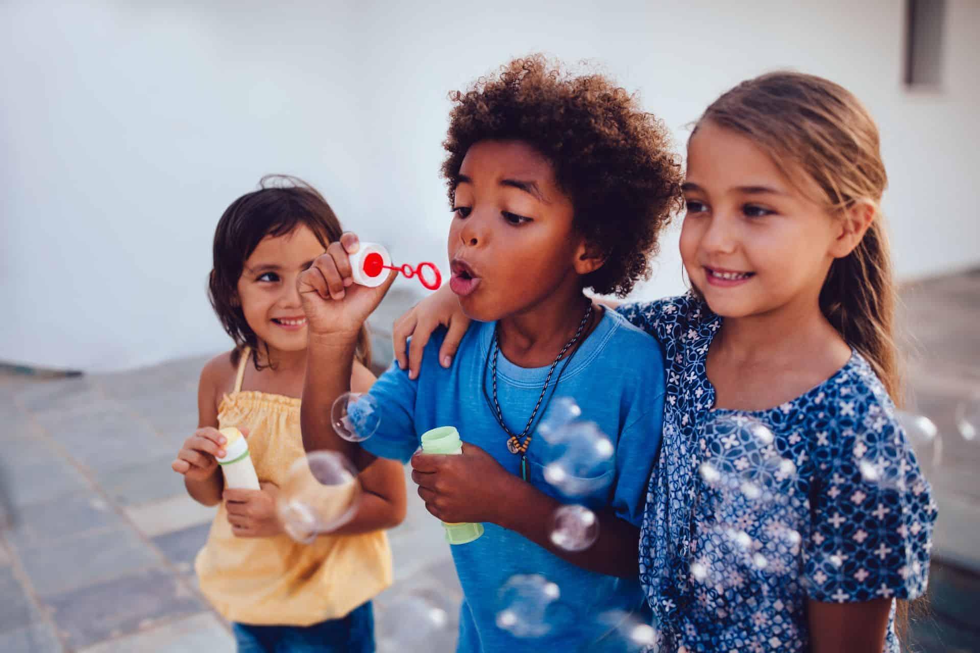 Hoe kan je met je kinderen praten over racisme?