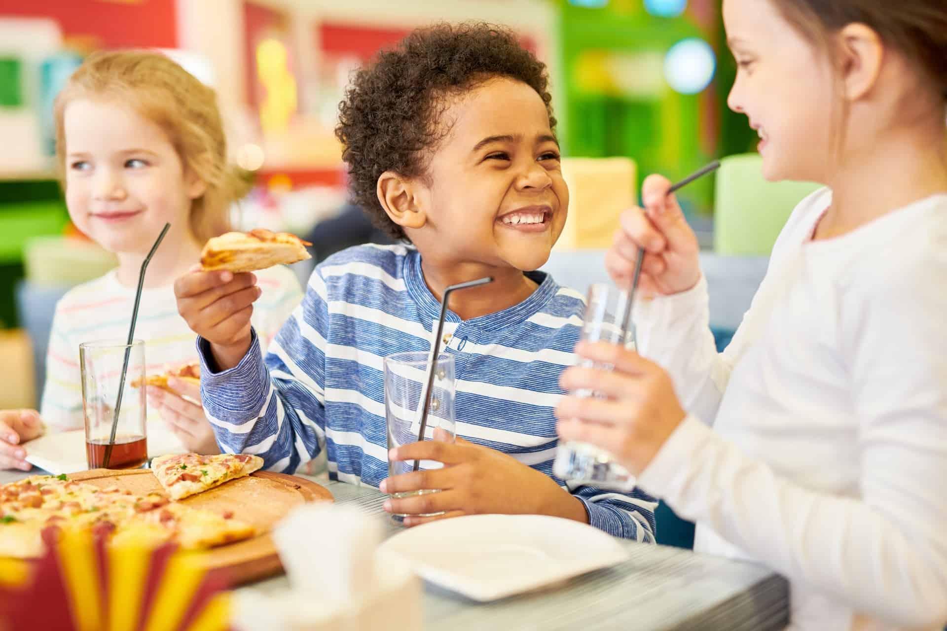 Met de kinderen terug op restaurant: zo hou je het gezellig