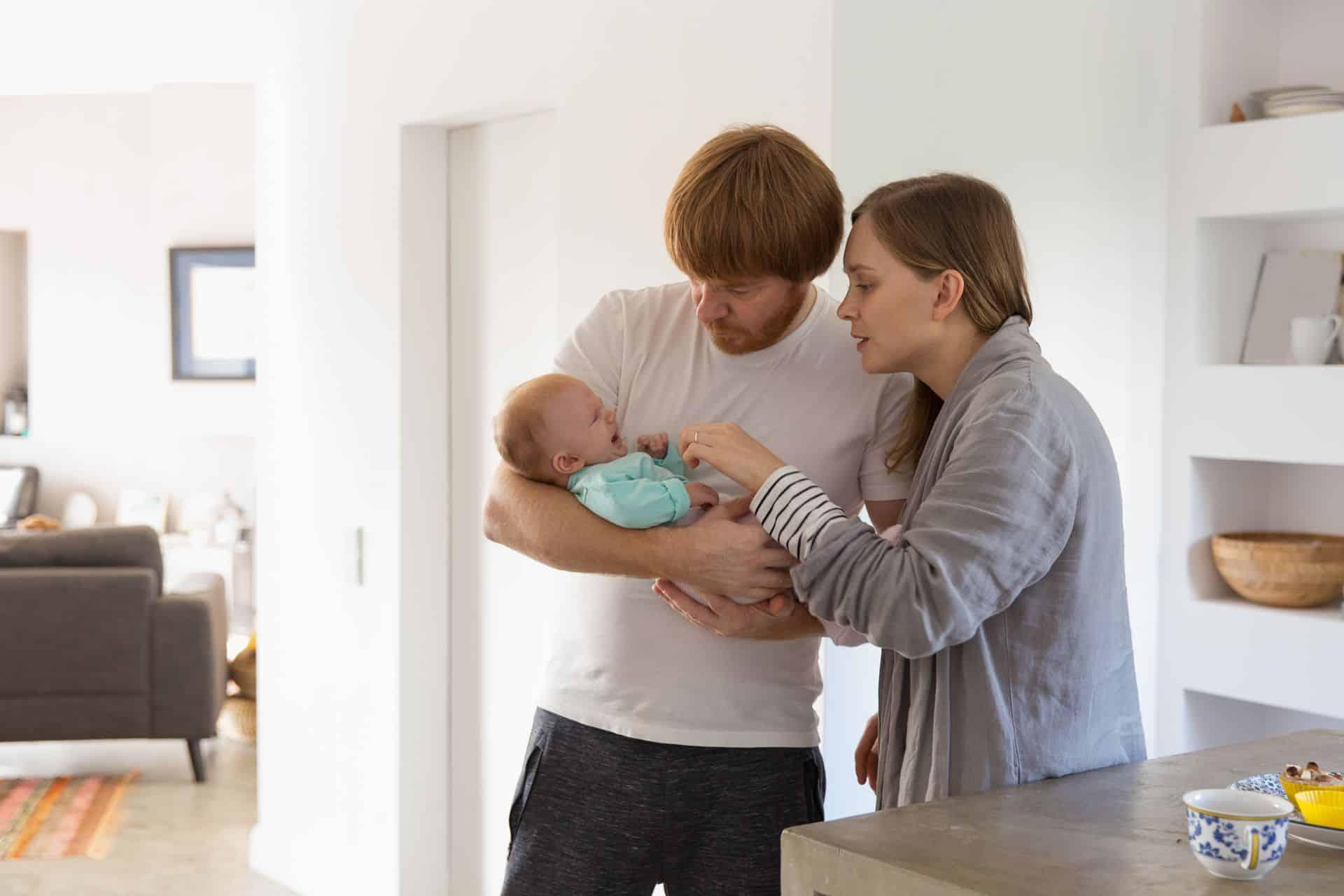 Hoe kan je vermijden dat je als koppel uit elkaar groeit na de komst van een baby?