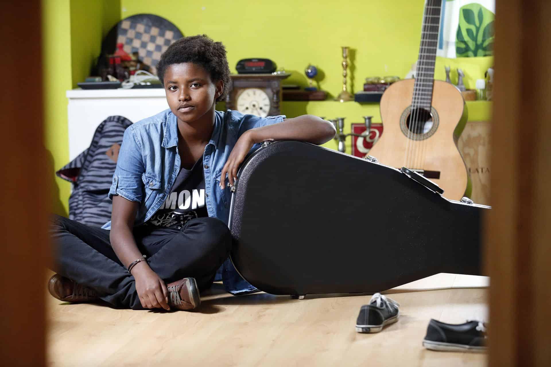 Meskerem Mees over haar grote passie muziek: 'Tijdens de lessen zit ik vaak plannen te maken om internationaal door te breken'