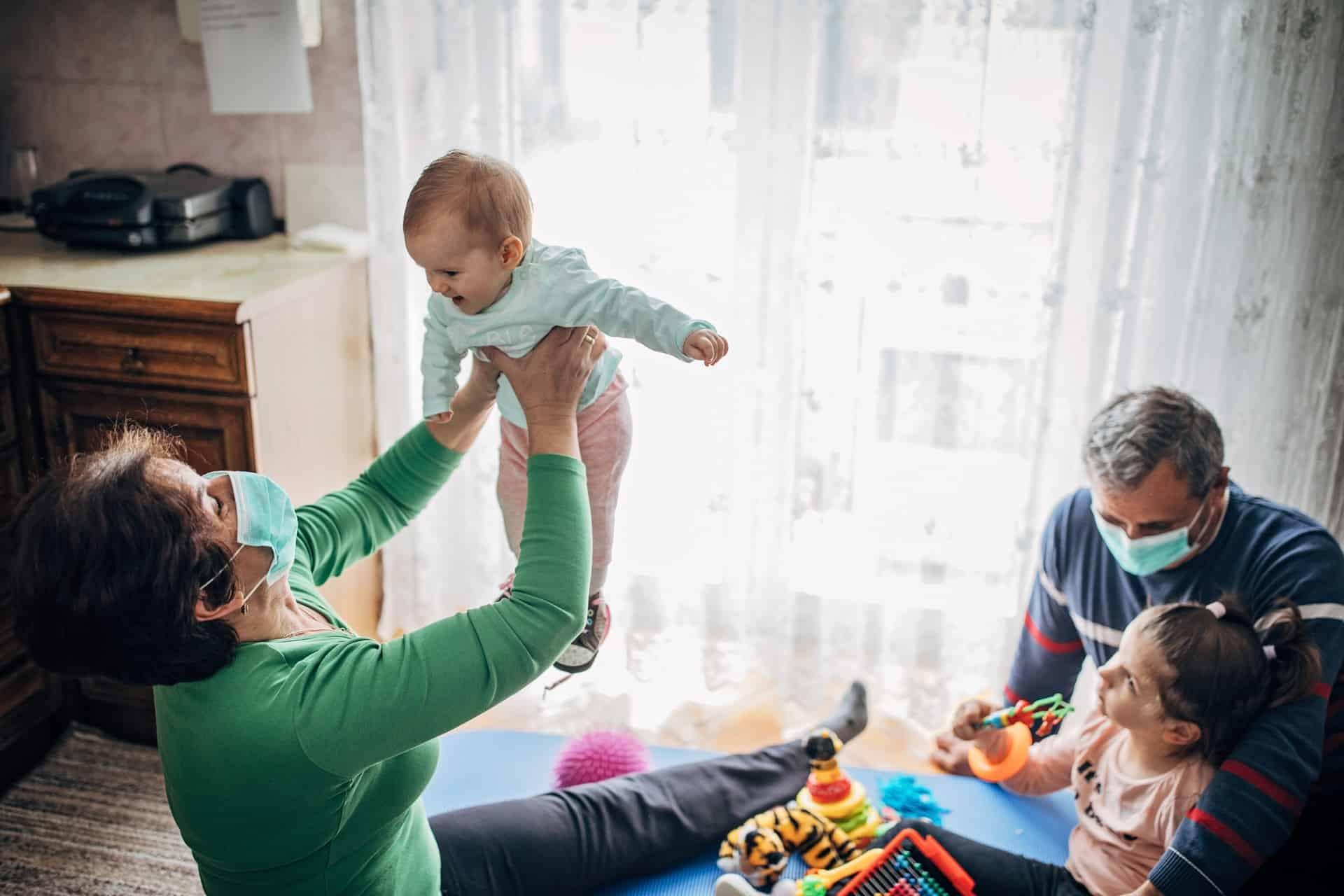 Opvang door grootouders: wat kan en wat niet?