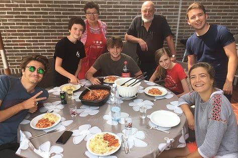 De evidentie van de ovenschotel: écht warm eten, al generaties lang