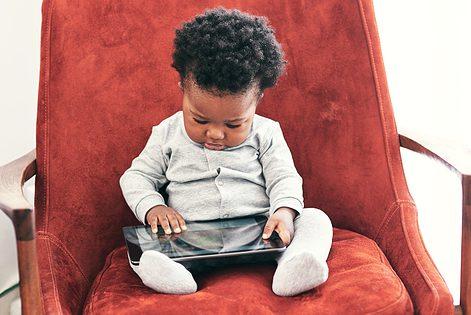 Schermtijd bij je baby: tips en handvaten voor ouders