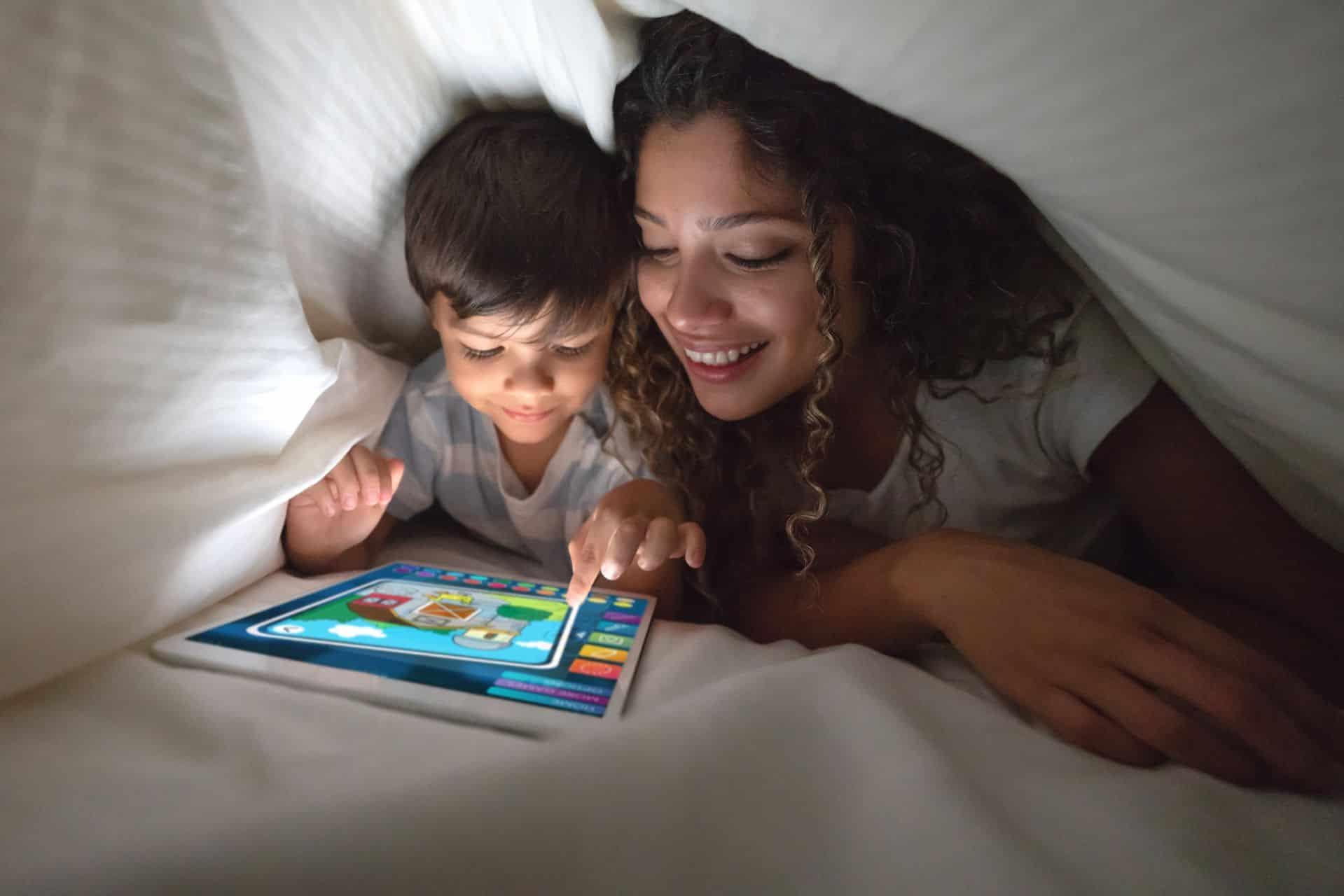 Schermtijd bij jonge gezinnen: 'Onze kinderen worden soms in dat scherm gezogen'