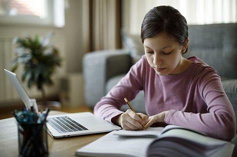 Onderzoek toont pijnpunten studiekosten in tweede en derde graad aan