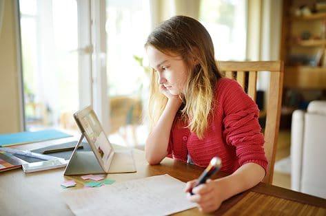 Ouders trekken aan de alarmbel: te veel schoolopdrachten mét nieuwe leerstof