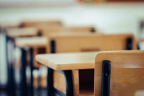 Heropstart scholen: wie kan er terug naar school en wat met de opvang?
