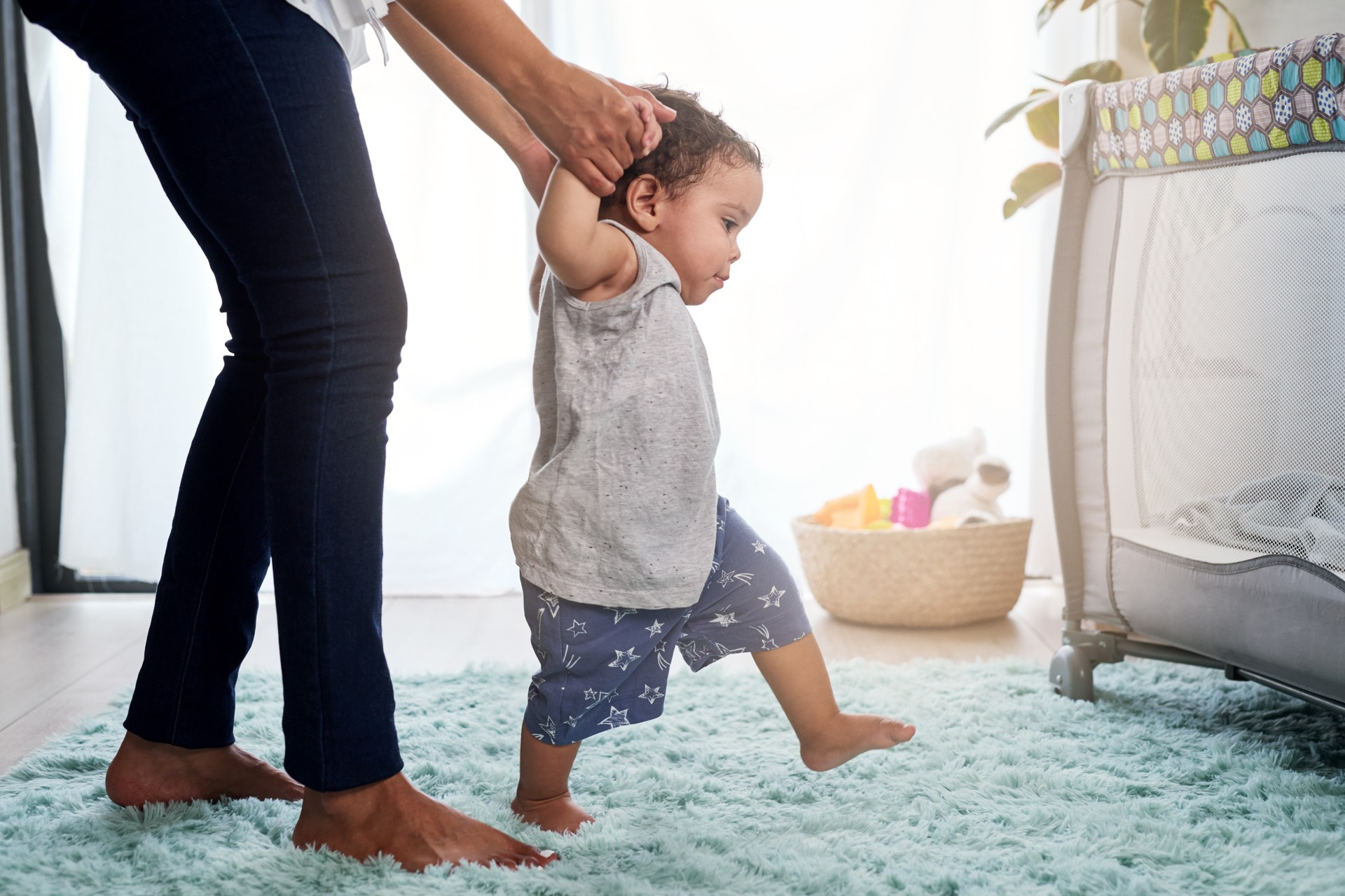 Trage ontwikkeling bij je baby: wat zijn de alarmsignalen?