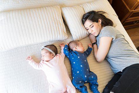 Mama's van een tweeling aan het woord: een half jaar handen te kort