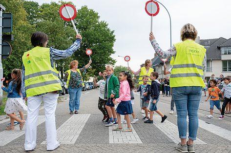 Een verkeersouder: wat is het juist en hoe kan je het worden?