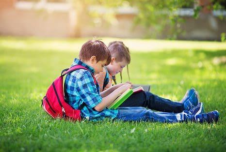 Kinderen naar de zomerschool